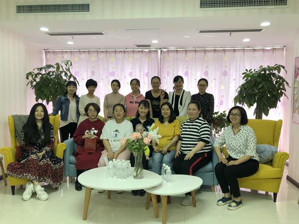 集团工会在研发大楼母婴关爱室举办育儿知识讲座